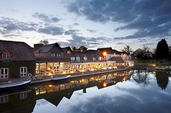 The Swan, Streatley-On-Thames - full external decoration, pub decorators